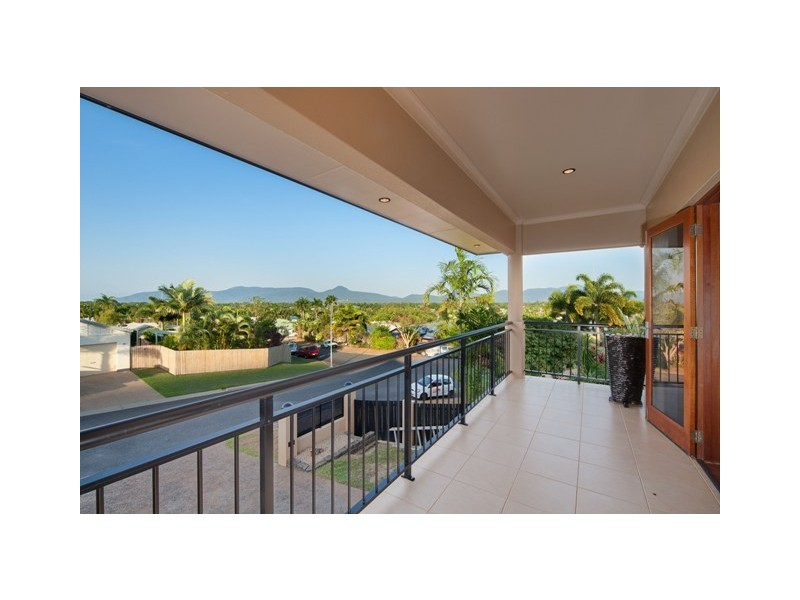 15 Barcoo Close, Bentley Park QLD 4869