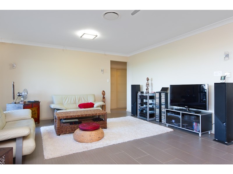 81 Summer Hill Drive, Mooroobool QLD 4870