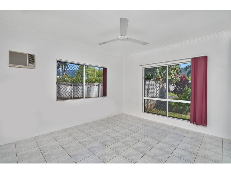 8 Somerset Close, Bentley Park QLD 4869