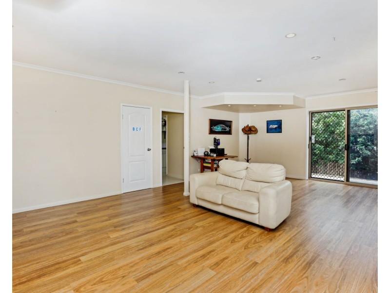 28 Guthrie Close, Bentley Park QLD 4869