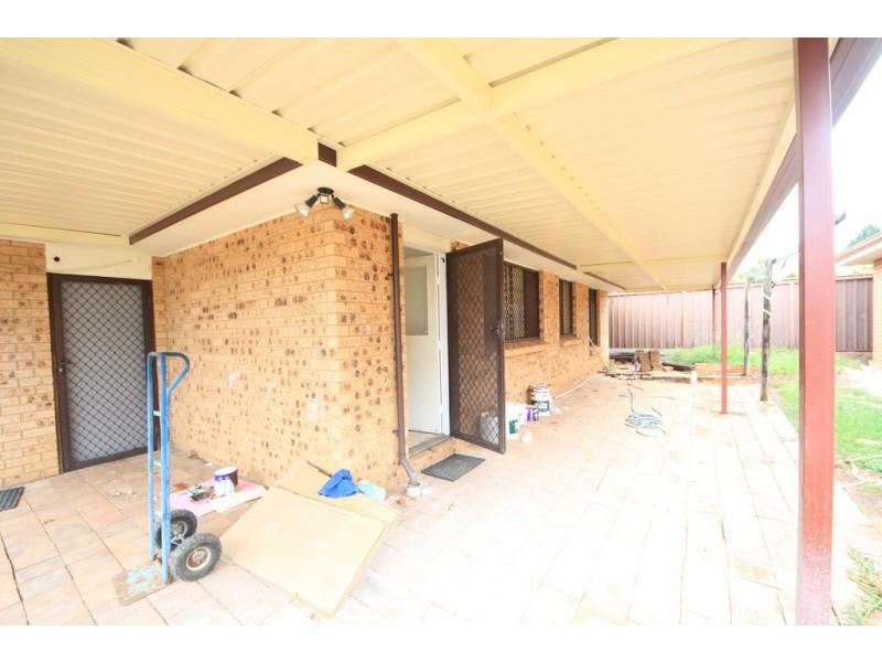 12 Juliet Cl, Rosemeadow NSW 2560