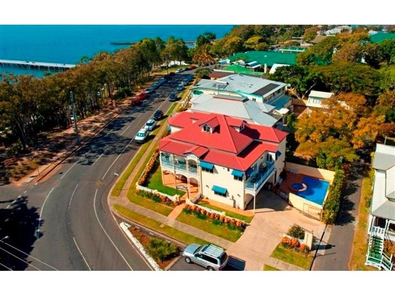 82 Park Pde, Shorncliffe QLD 4017