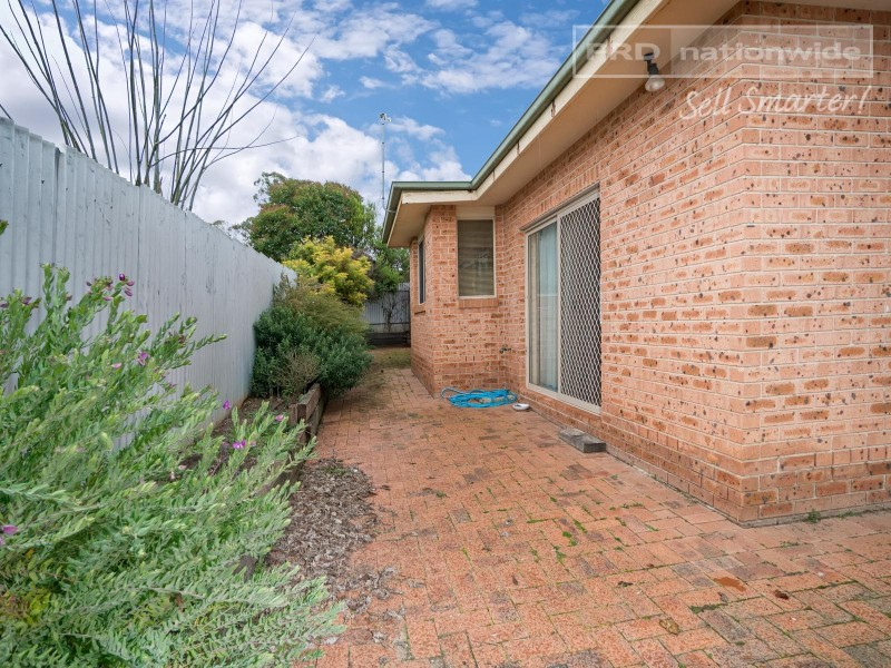 2/396 Lake Albert Road, Lake Albert NSW 2650
