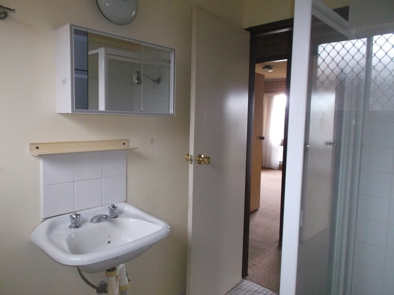 Unit 1/21 Nordlingen Drive, Tolland NSW 2650
