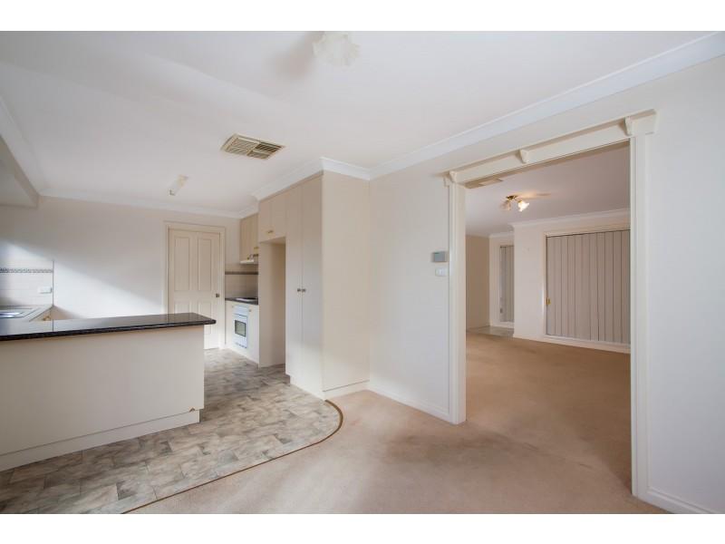 1/1 Kaldari Crescent, Glenfield Park NSW 2650