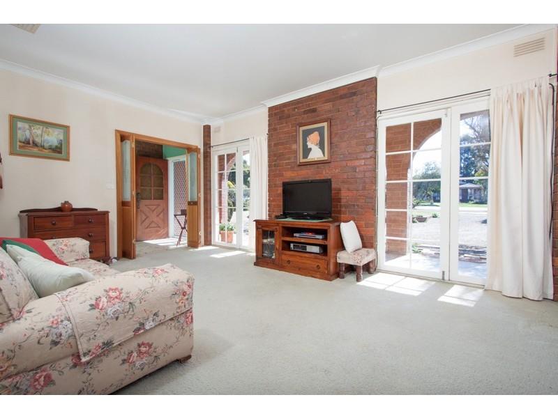 77 Vincent Road, Lake Albert NSW 2650