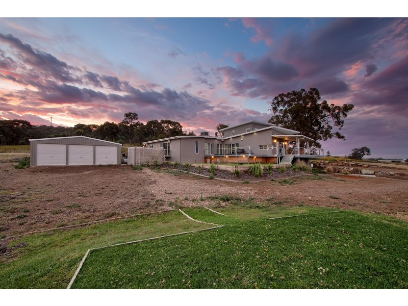 77 Riverview Drive, Moorong NSW 2650