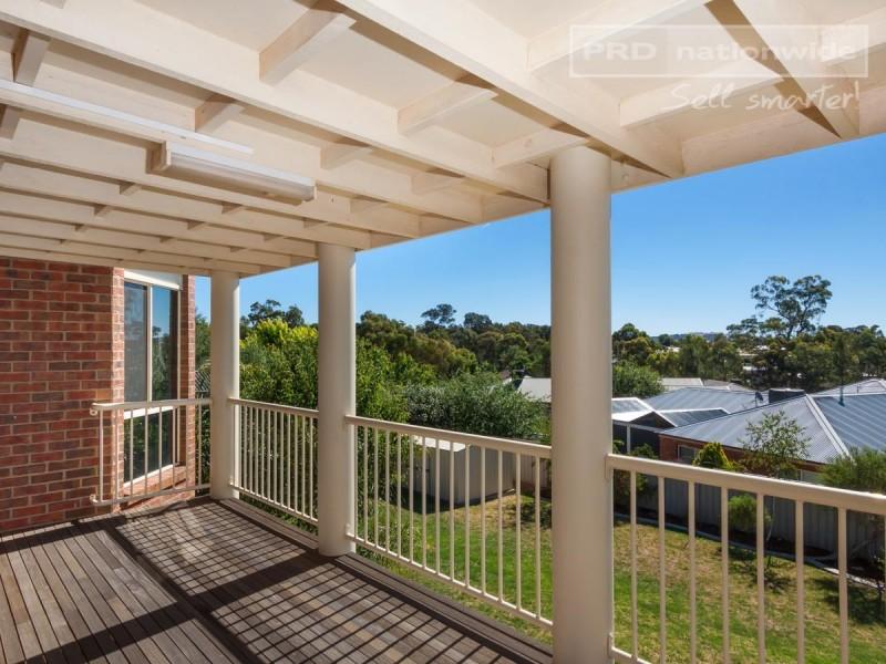 7 Lakehaven Drive, Lake Albert NSW 2650
