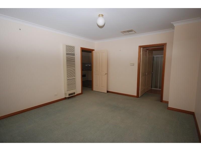 2/8 Jarrah Place, Glenfield Park NSW 2650