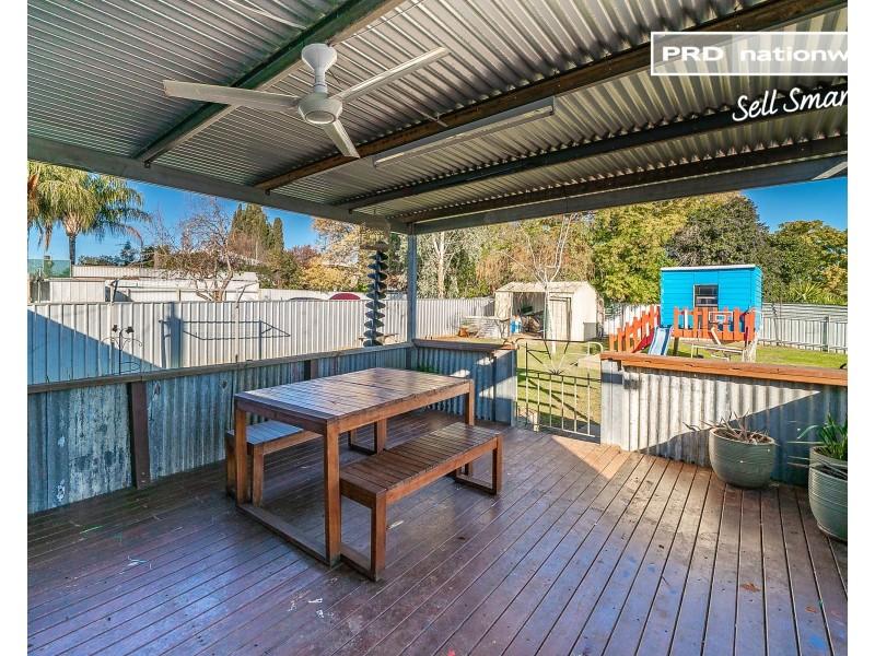 6 McDonough Avenue, Mount Austin NSW 2650