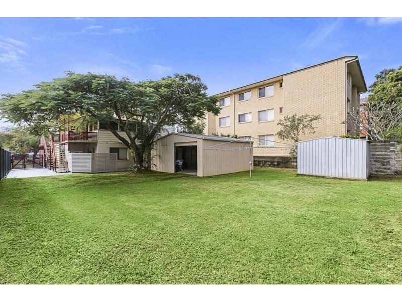 2/70 Stapylton Street, Coolangatta QLD 4225
