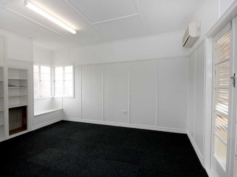 84 Brisbane Road, East Ipswich QLD 4305