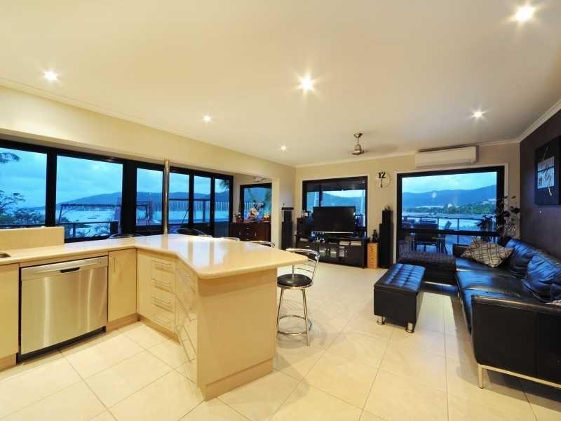 12 Ocean View Avenue, Airlie Beach QLD 4802