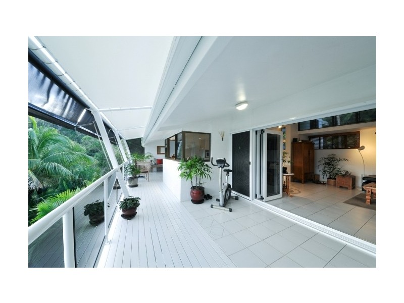 16 Harbour Avenue, Shute Harbour QLD 4802