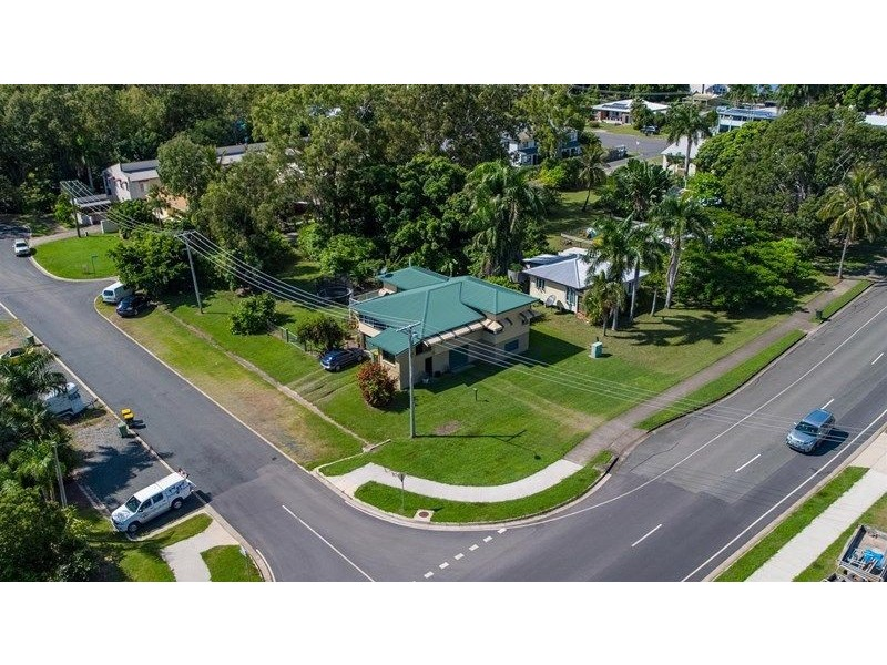 5 Beach Road, Cannonvale QLD 4802
