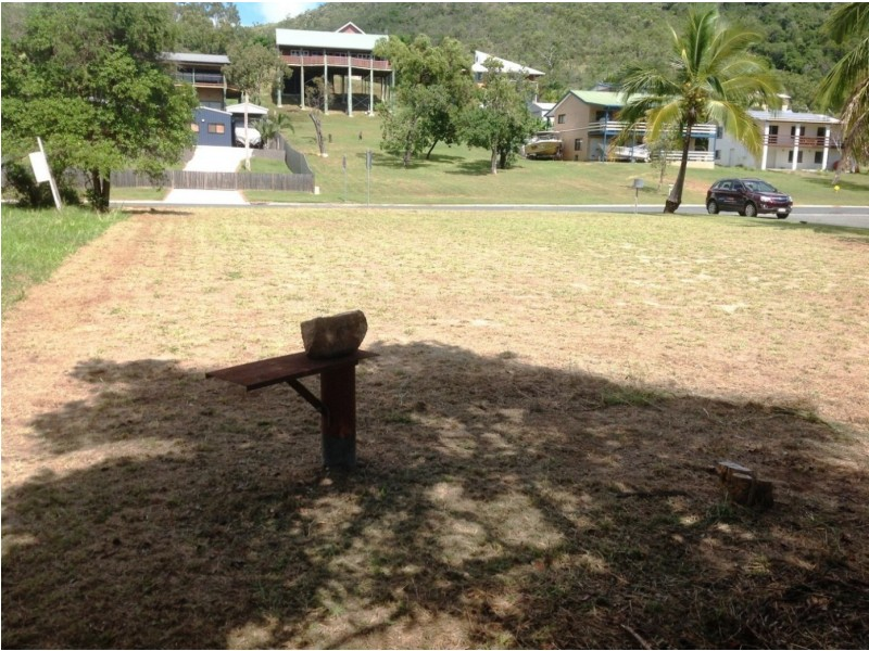 76 Gloucester Ave, Hideaway Bay QLD 4800