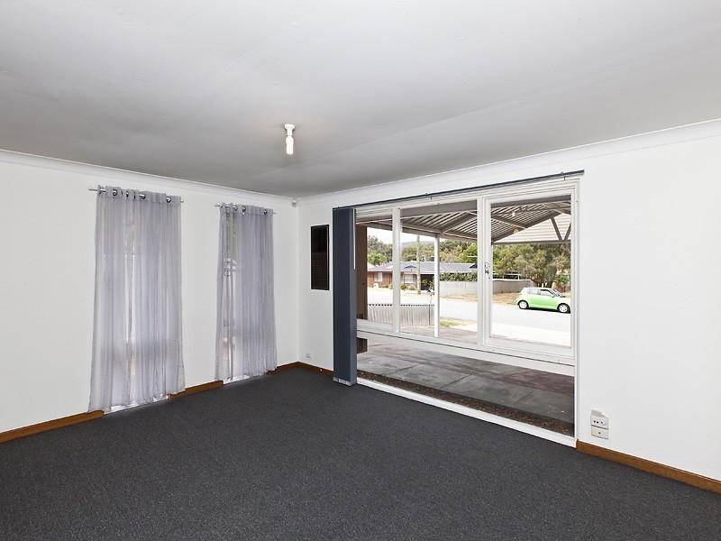 11 Ellesmere Rd, Swan View WA 6056