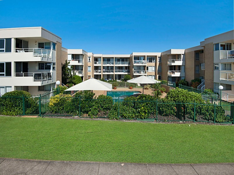2/268 Alexandra Parade (The Headlands), Alexandra Headland QLD 4572