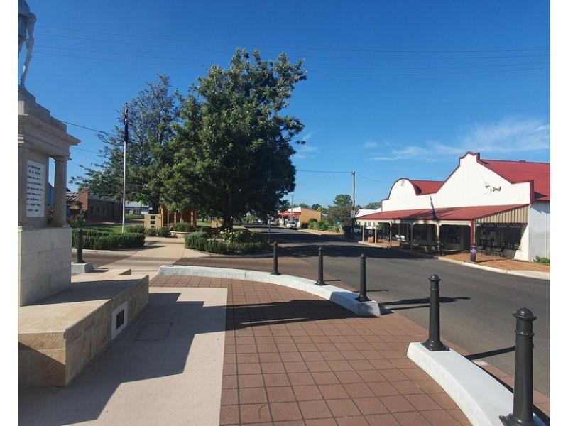 109-111 Mocatta Street, Goombungee QLD 4354