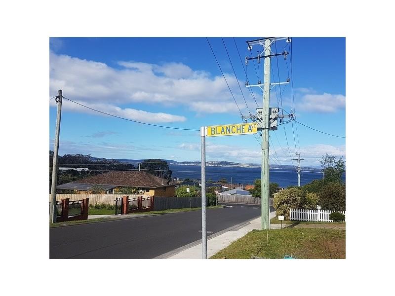 2 Blanche Avenue, Blackmans Bay TAS 7052