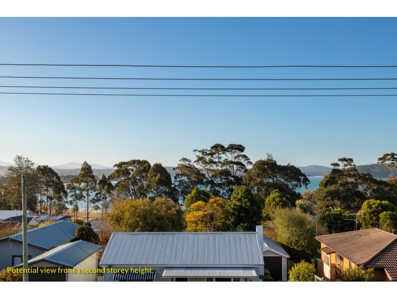 13 Lockyersleigh Avenue, Batehaven NSW 2536
