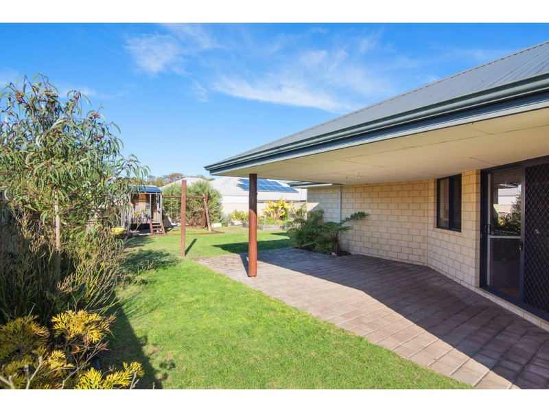 5 Flinders Crescent, Abbey WA 6280