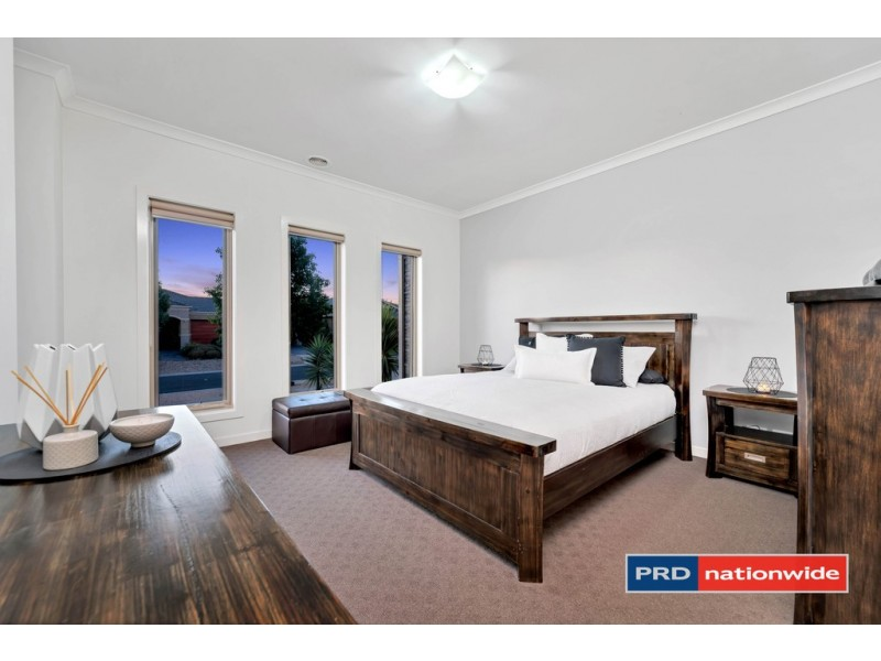 23 Birchgrove Way, Taylors Hill VIC 3037
