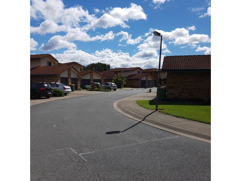 FOR RENT @ 11 Waterford, Bundall QLD 4217
