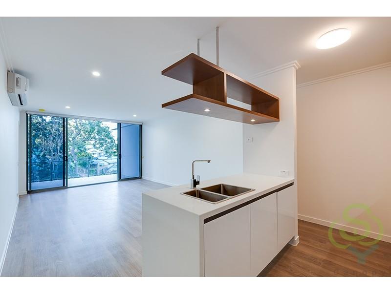 390 Simpsons Rd, Bardon QLD 4065