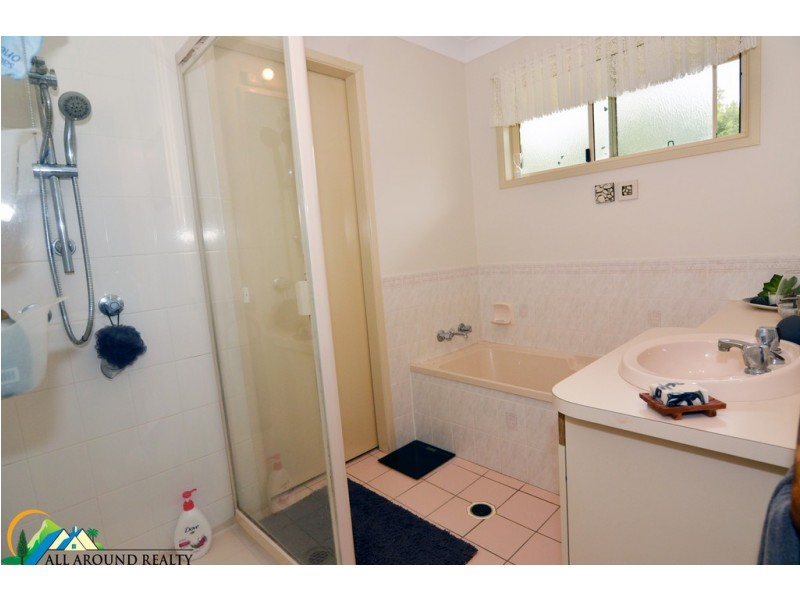 10 Hart Street, Blackbutt QLD 4306