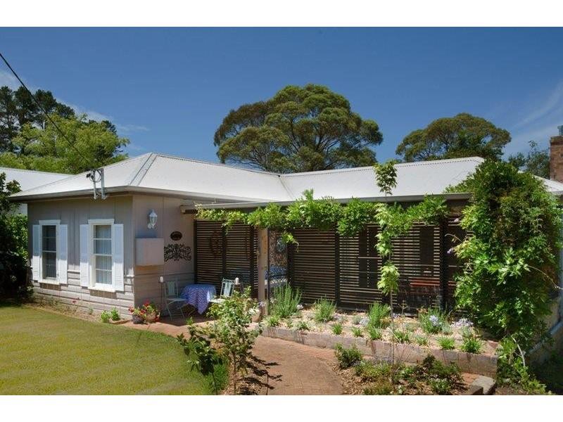 8 Barnett Ave, Bundanoon NSW 2578