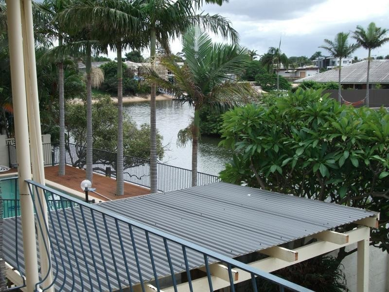 11 Poinciana Bvd, Broadbeach Waters QLD 4218