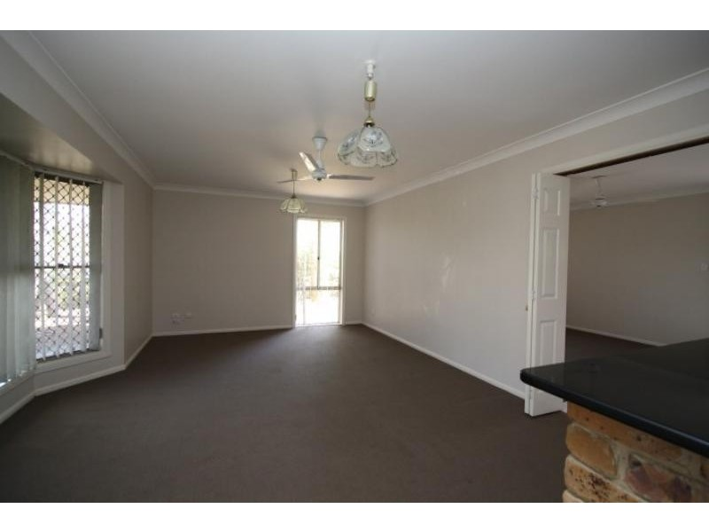4 Elton St, Daisy Hill QLD 4127
