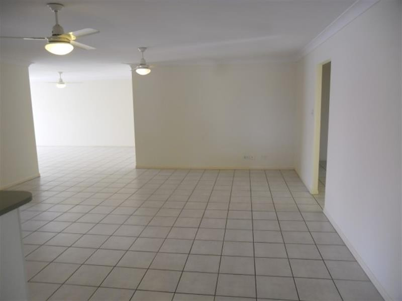 25 Dennis Cl, Calamvale QLD 4116