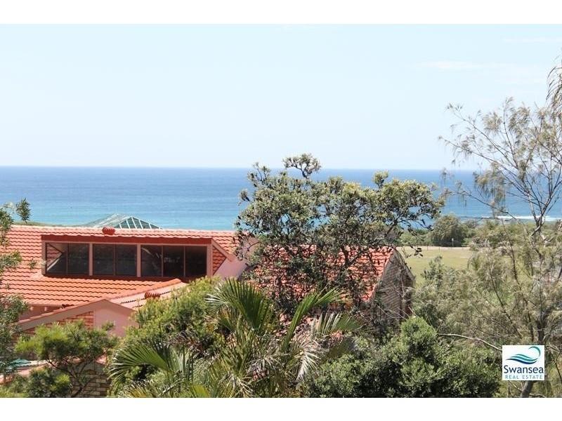 63 Caves Beach Rd, Caves Beach NSW 2281