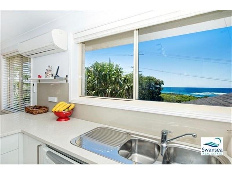 66 Ocean View Pde, Caves Beach NSW 2281