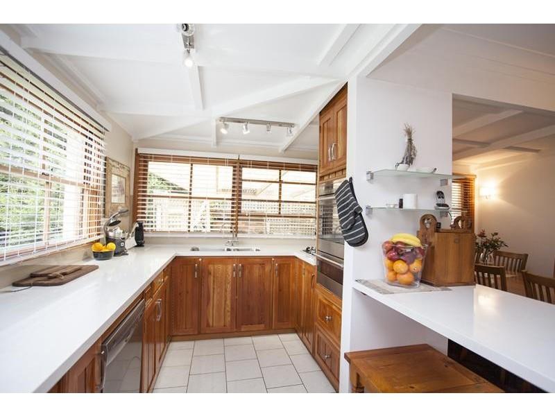 8 Lynne Cl, Bundanoon NSW 2578