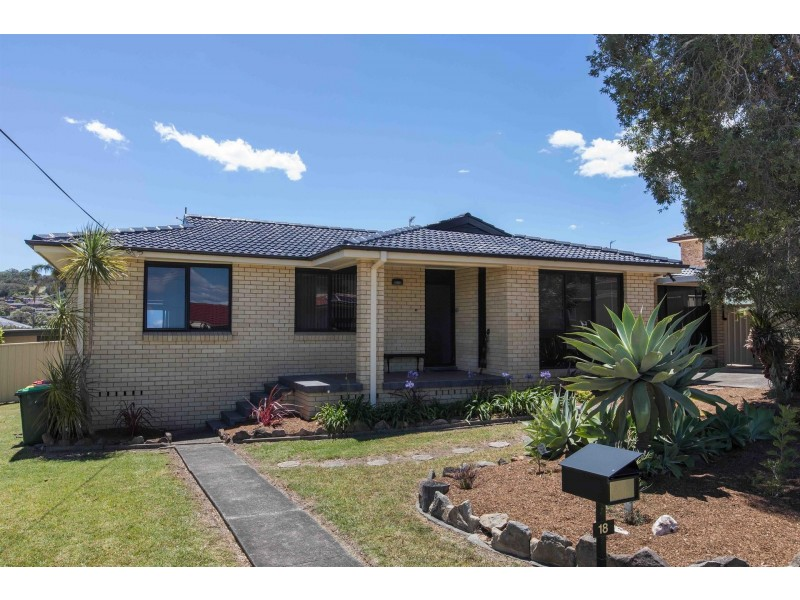 18 Goolagong Circuit, Mount Warrigal NSW 2528