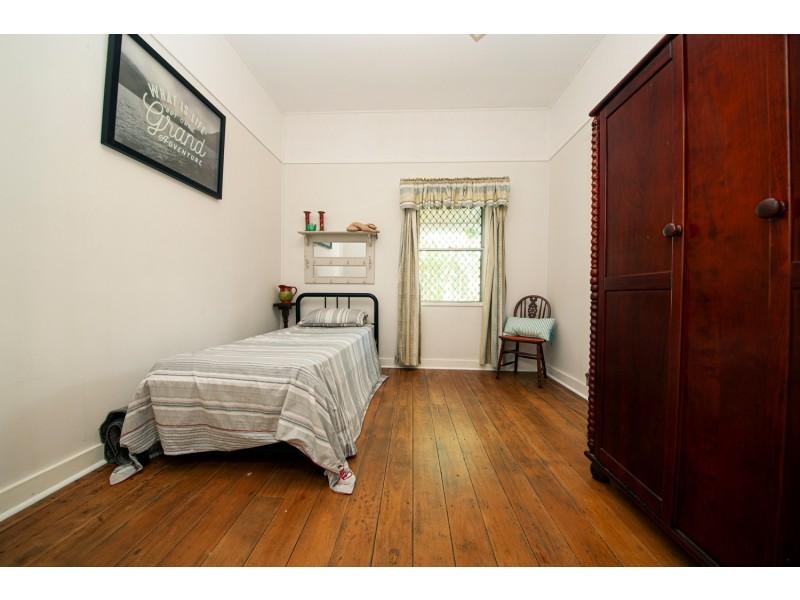 6 ELIZABETH STREET, Woodend QLD 4305