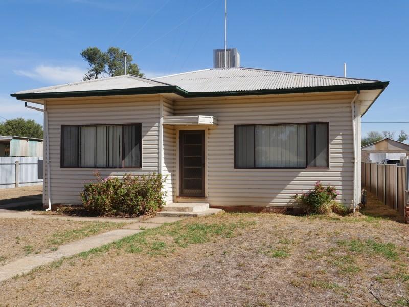 4 Banksia Avenue, Leeton NSW 2705