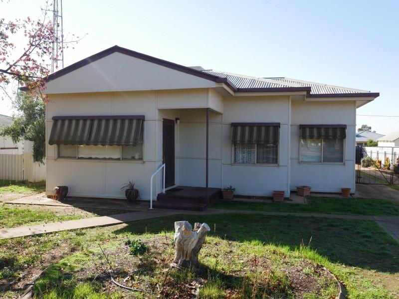 11 Currawang Avenue, Leeton NSW 2705