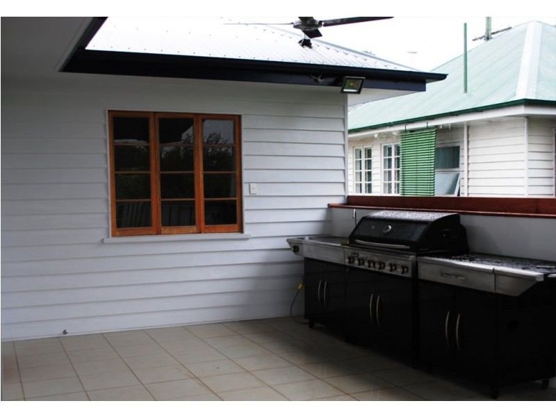 Greenmount Avenue, Holland Park QLD 4121