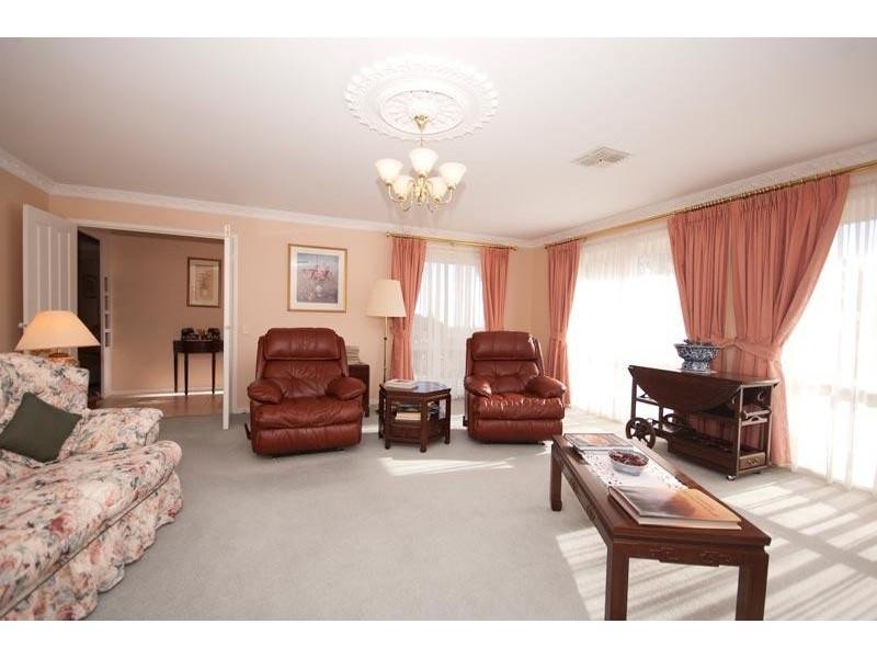 14 Bushland Drive, Aberfoyle Park SA 5159
