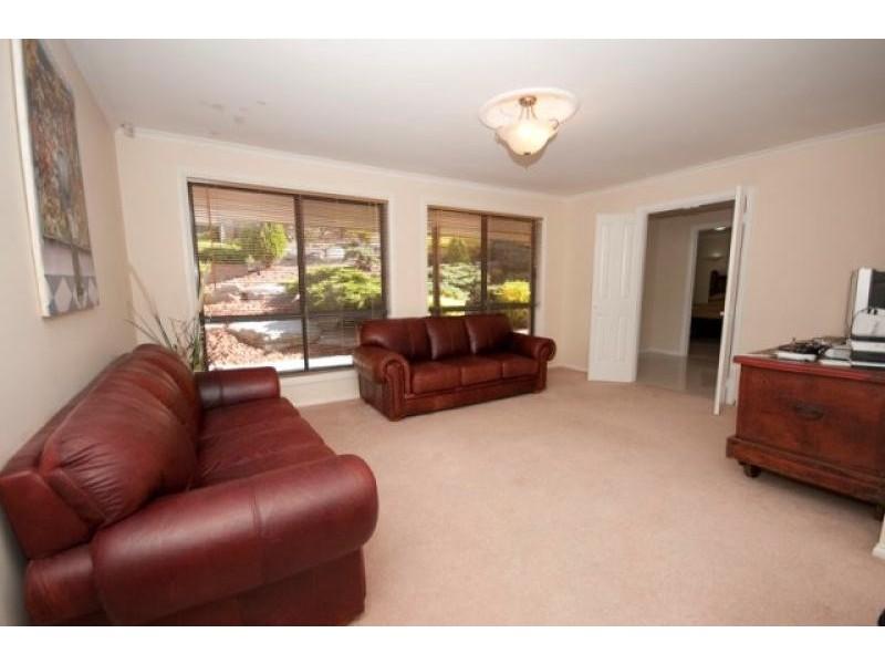 32 Dunalbyn Drive, Aberfoyle Park SA 5159