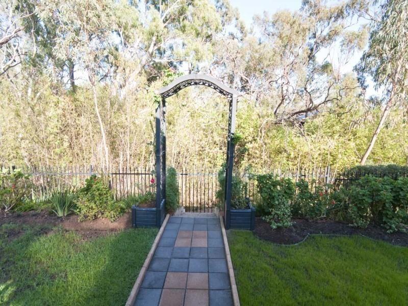 7 Nicholas Walk, Aberfoyle Park SA 5159