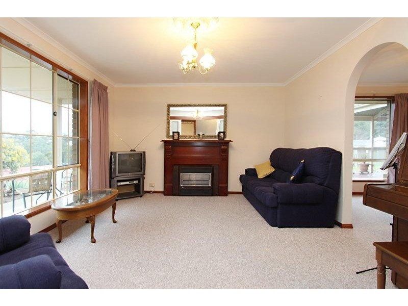 1 Dunalbyn Drive, Aberfoyle Park SA 5159