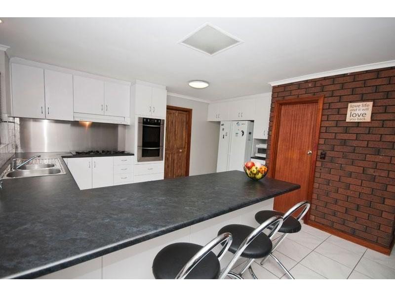 4 Sandpiper Crescent, Aberfoyle Park SA 5159