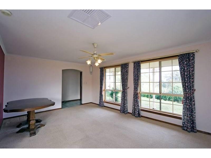 8 Bushland Drive, Aberfoyle Park SA 5159