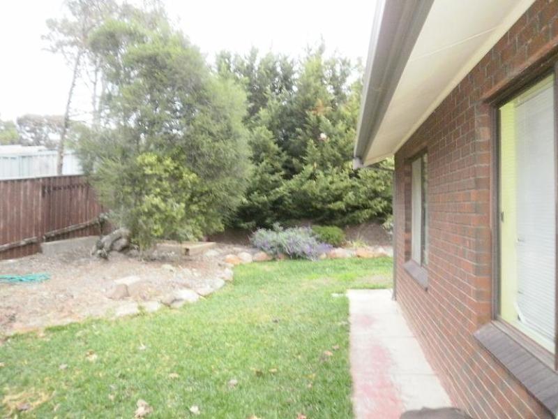 40 Tania Drive, Aberfoyle Park SA 5159
