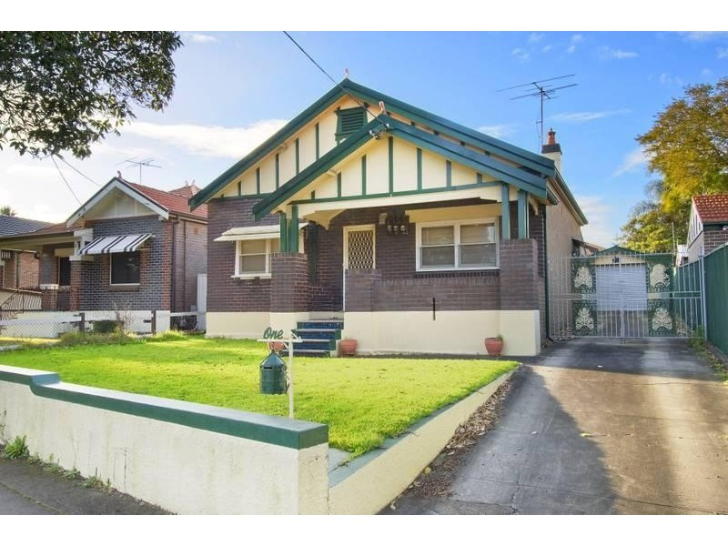 1 Roslyn Street, Ashbury NSW 2193